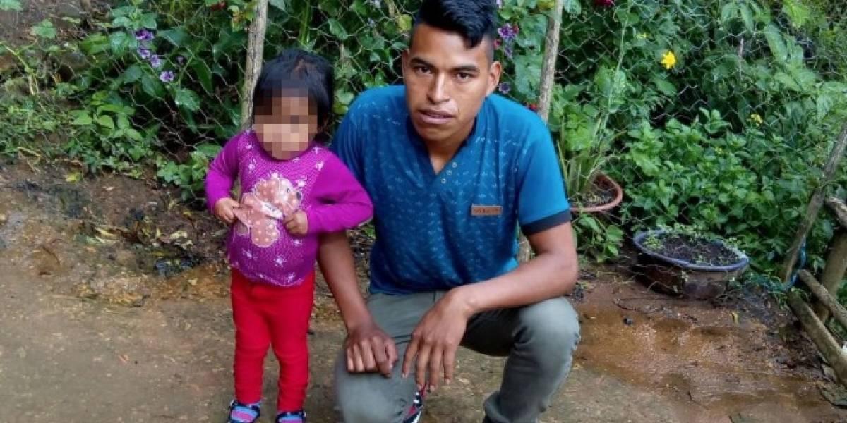 Migrante guatemalteco se reúne en Texas con su hija de dos años