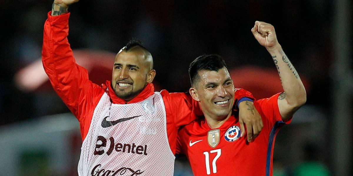 """""""Lejos el mejor en la historia de Chile"""": Valdivia y Medel elogiaron a Vidal tras su fichaje en el Barça"""