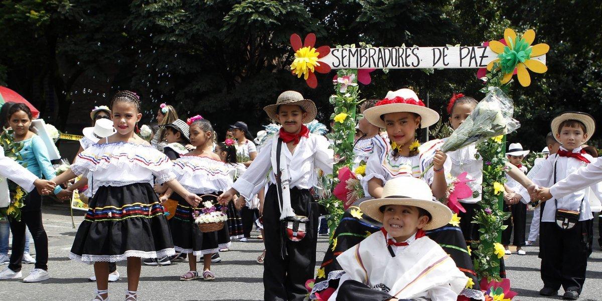 La Feria de las Flores dio inicio con el desfile de silleteros