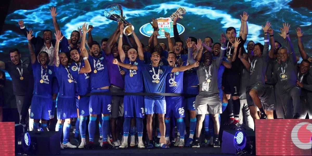 'Tecatito' y Herrera se coronan en la Supercopa de Portugal