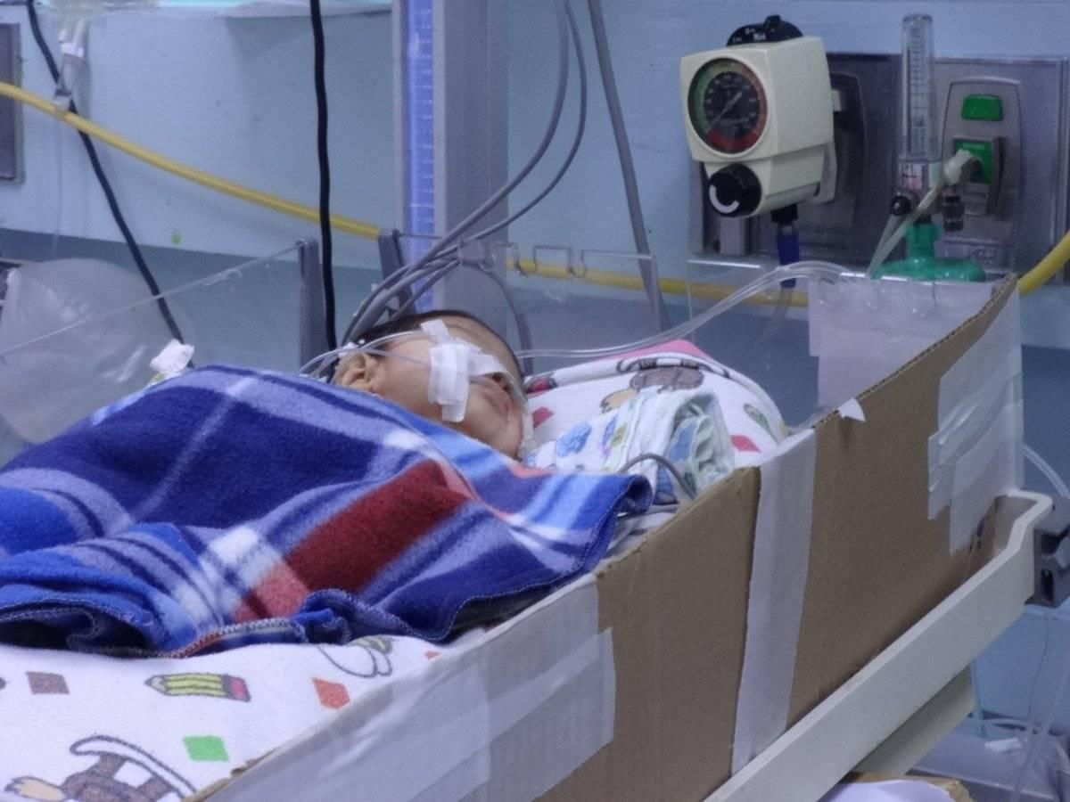 Paciente de la Pediatría que tiene respiración artificial. Foto: Jerson Ramos