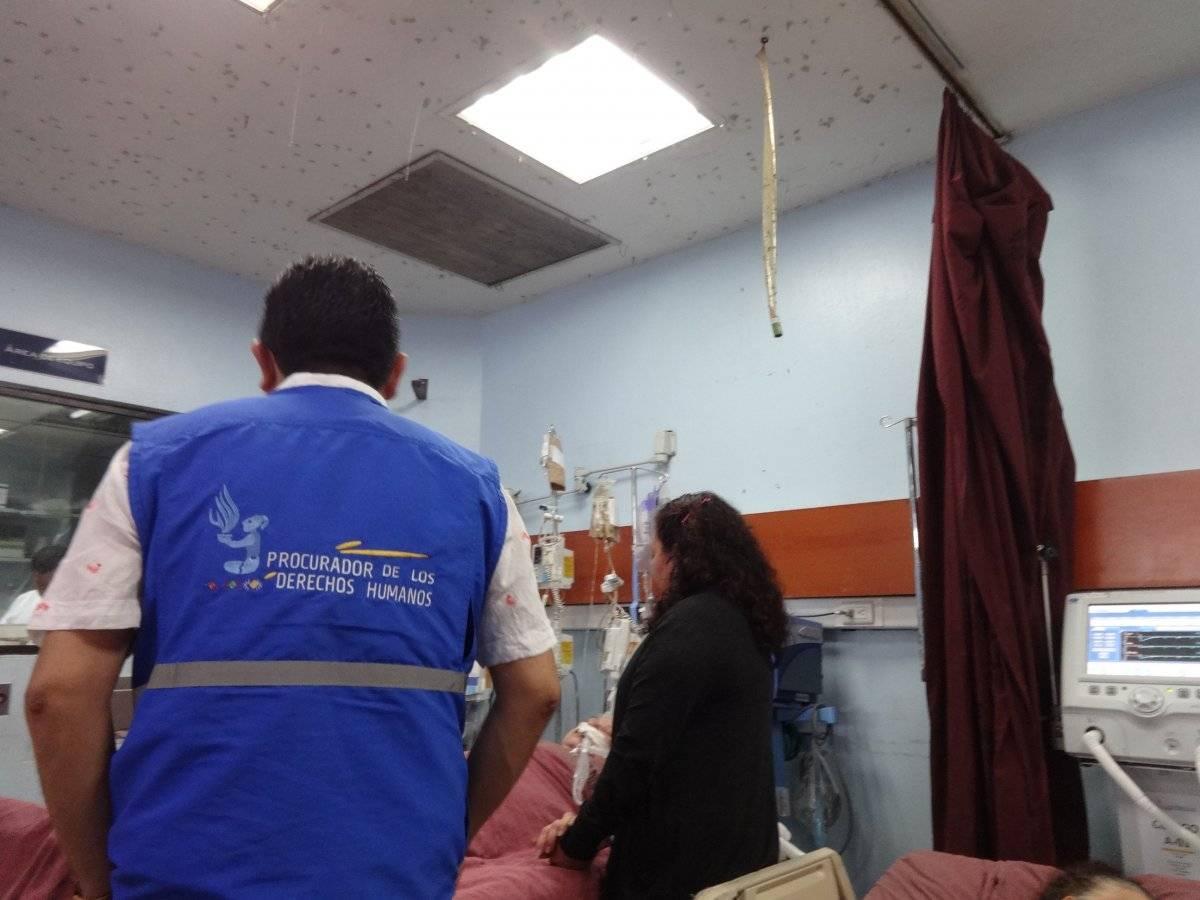 El área de emergencia del Hospital General San Juan de Dios está infestado de moscas. Foto: Jerson Ramos