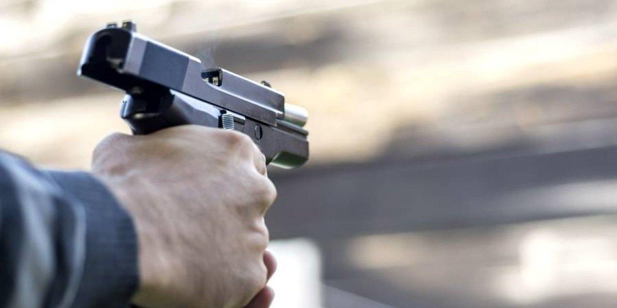 Asaltantes dan 3 tiros a joven por sólo traer 30 pesos