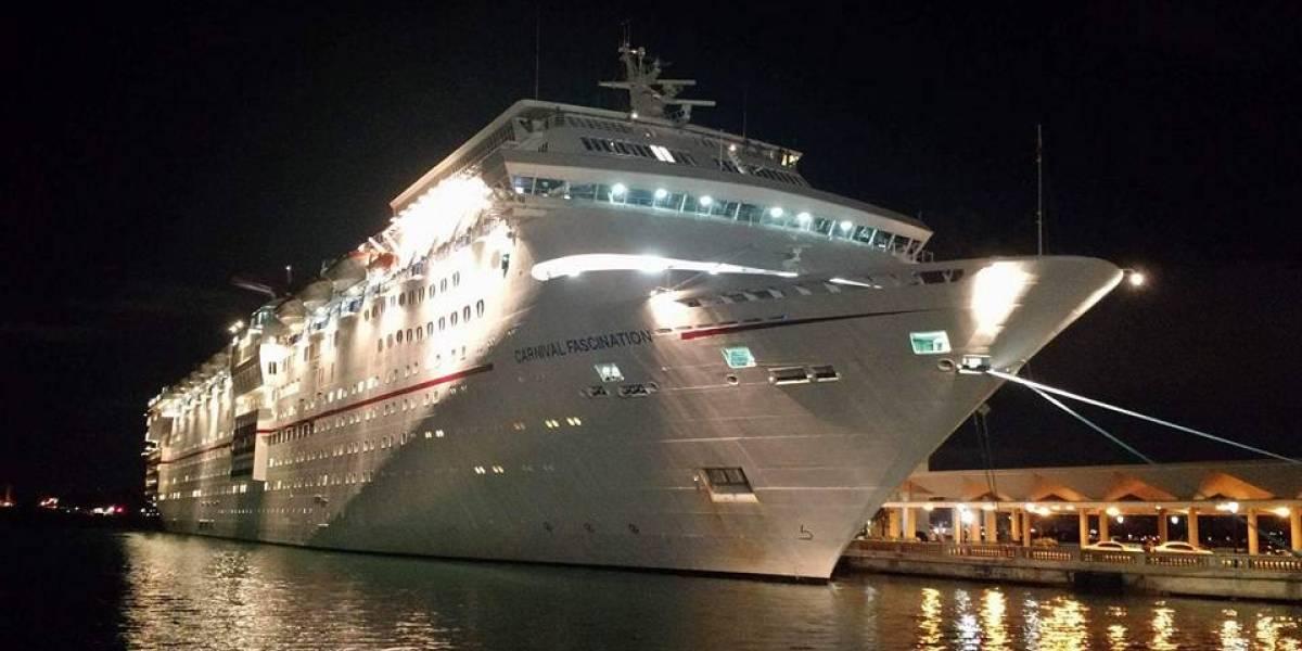 Policía investiga fallecimiento de persona dentro de crucero