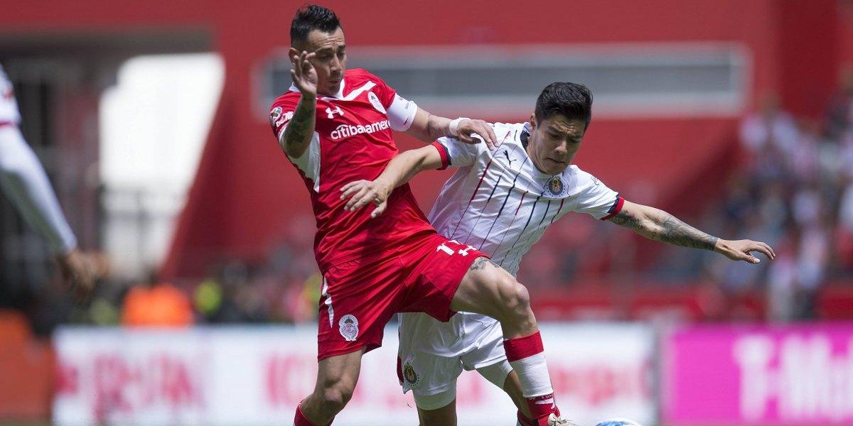 Toluca y Chivas empatan 2-2 en intenso partido