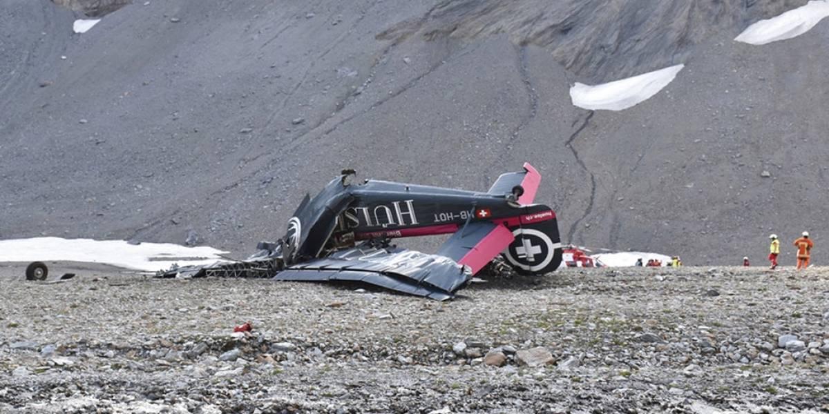 Mueren 20 personas al chocar avión en los alpes suizos