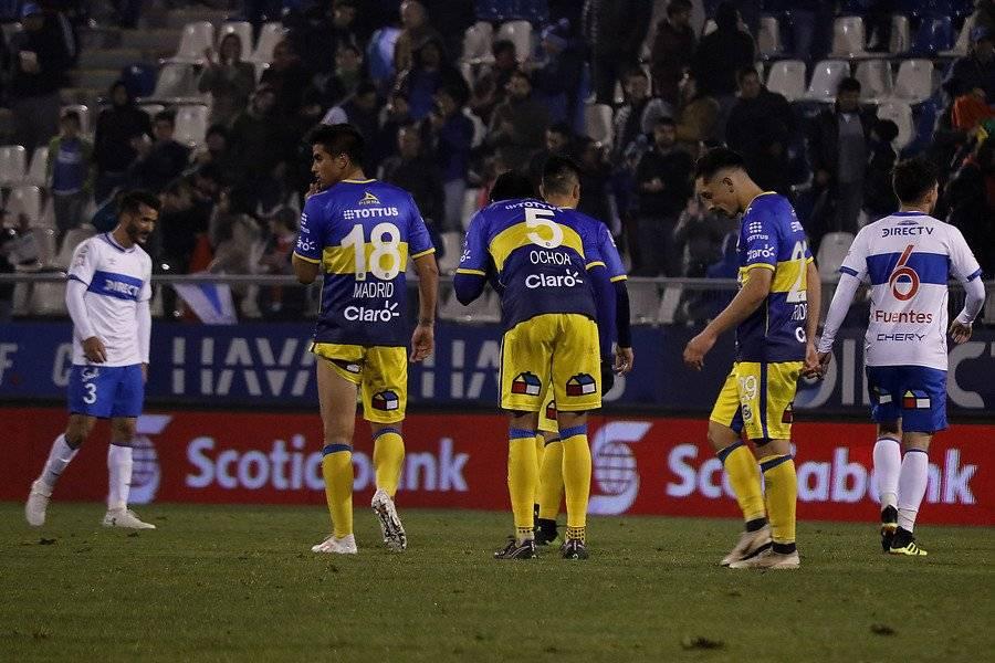 Everton sufrió un nuevo golpe al caer por 2-1 ante la UC / Foto: Agencia UNO