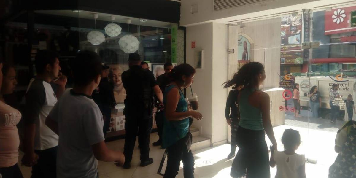 Reportan amenaza de bomba en Centro Comercial de Monterrey