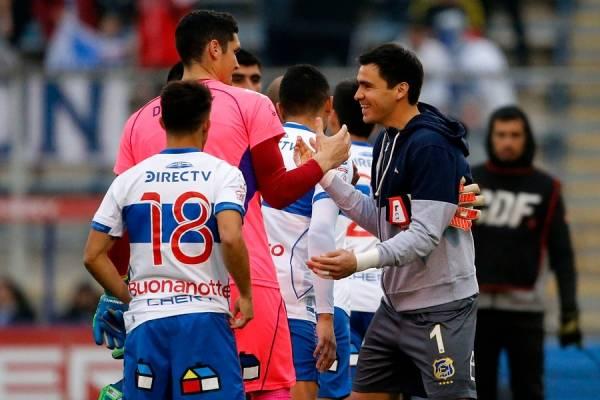 Matías Dituro y Cristopher Toselli se saludaron efusivamente. En enero próximo pueden competir por el arco de la UC / Foto: Photosport