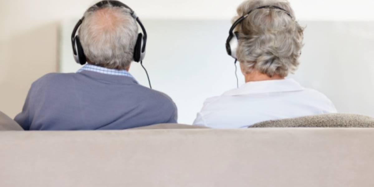 Dos ancianos escapan de asilo para ir a festival de rock