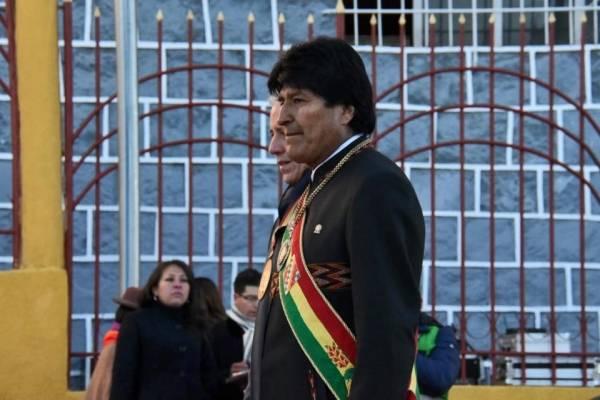 Evo Morales acorta discurso del día de Bolivia ante gritos de opositores