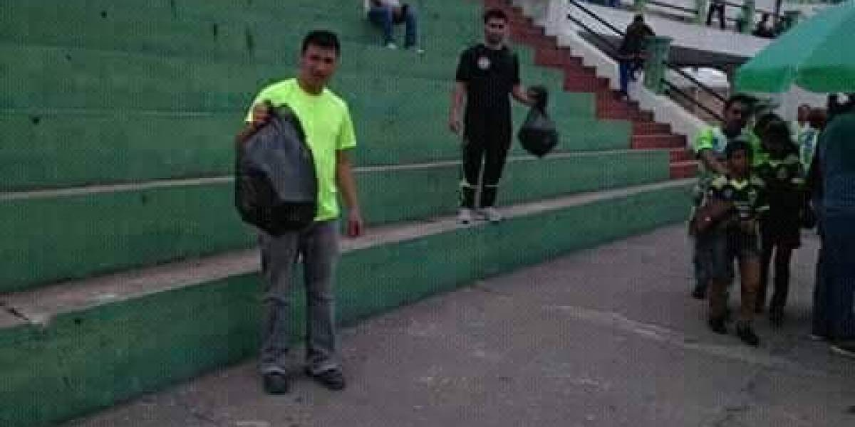 Aficionados de Antigua GFC imitan admirable gesto del Mundial de Rusia