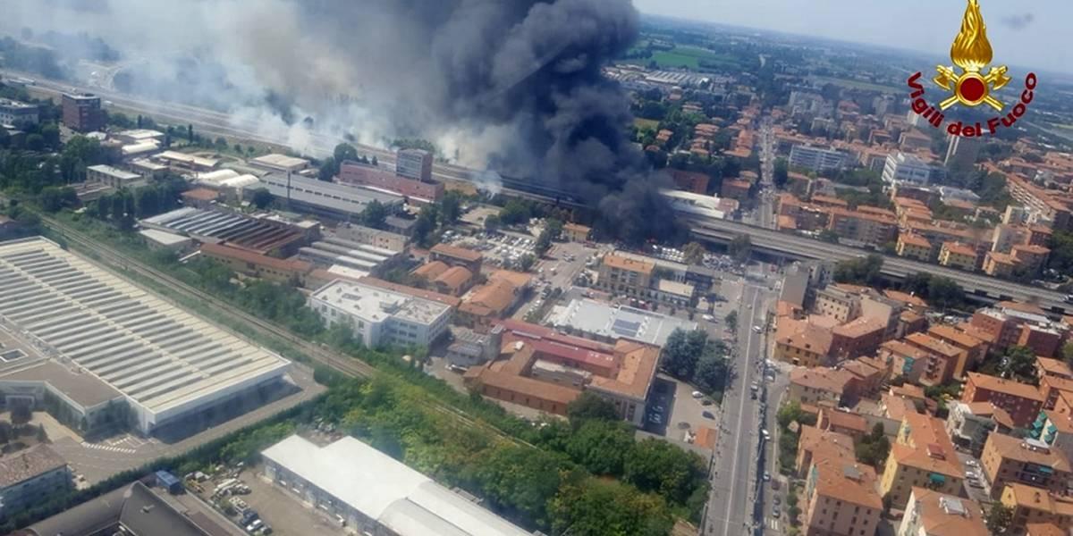 Video capta el momento exacto de la impactante explosión de un camión cisterna en Italia que dejó dos muertos y 68 heridos