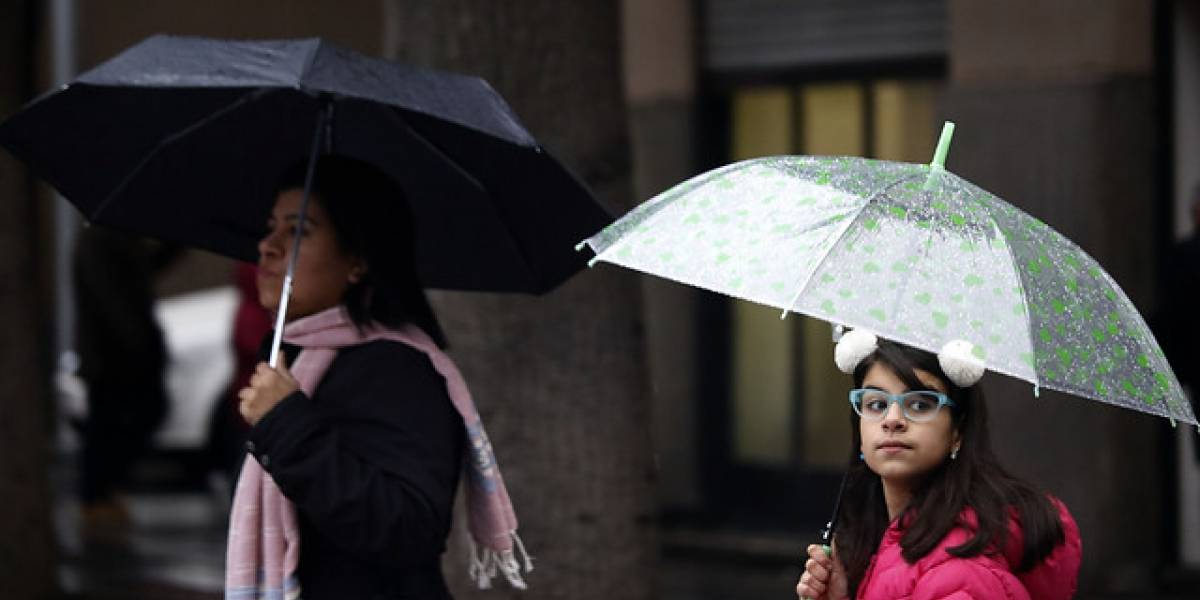 ¡Lluvia en Santiago!: Entérate a qué hora tendrás que sacar el paraguas