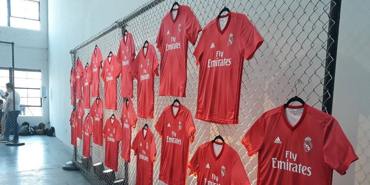 Presentan tercer uniforme del Madrid en color coral