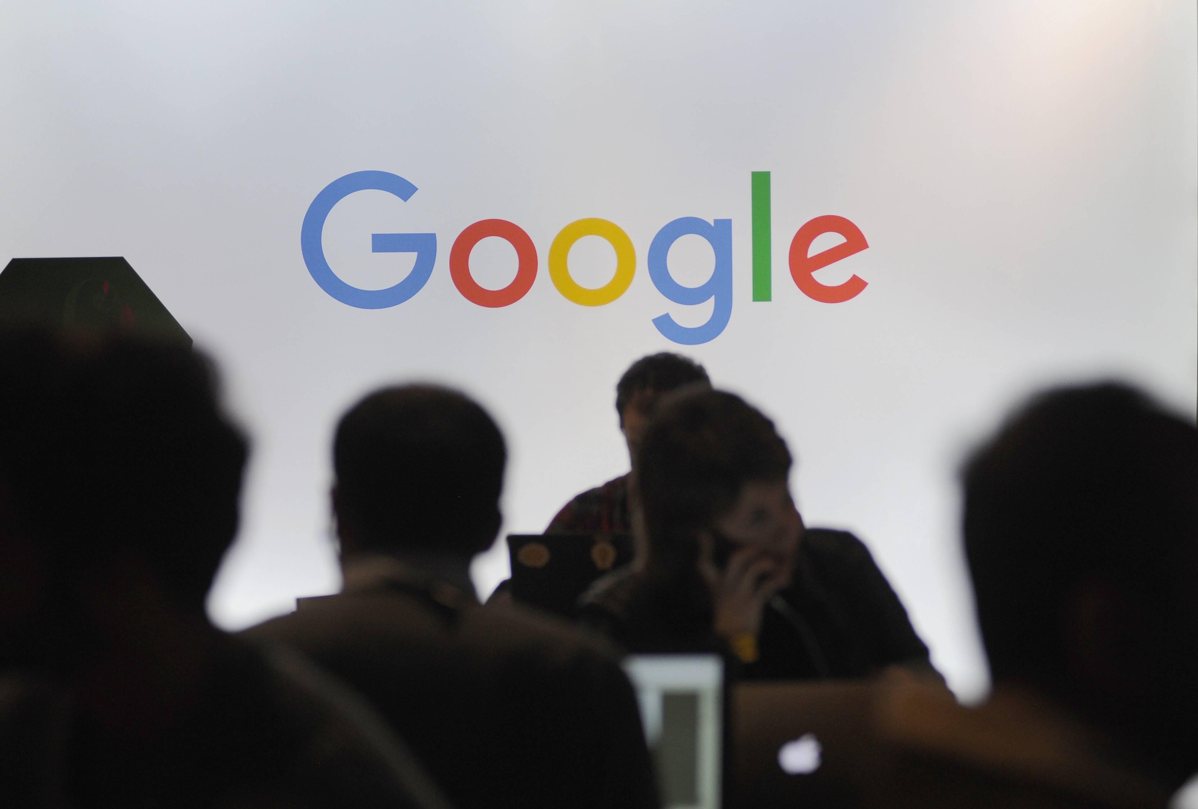 Demandan a Google por supuestamente discriminar a personas mayores de 40 años que aspiran a un empleo