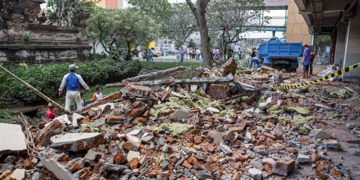 Miles de turistas quieren salir de Lombok tras el sismo que dejó 142 muertos