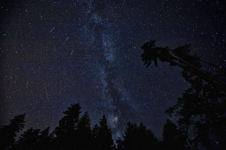 Perseidas: La llamativa lluvia de estrellas que podrás ver desde este fin de semana en Chile