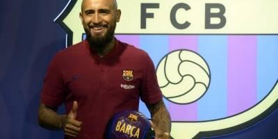 Arturo Vidal es presentado con el Barcelona