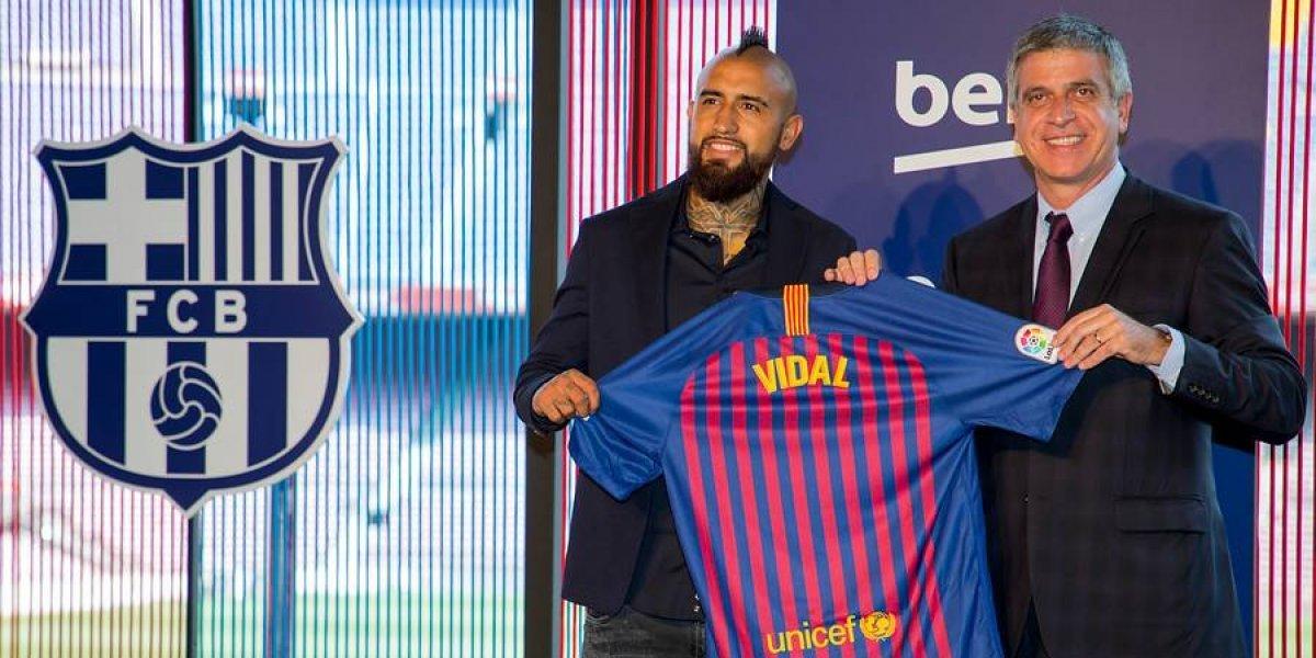 """Arturo Vidal llega al Barcelona con una millonaria cláusula """"anti-jeques"""""""