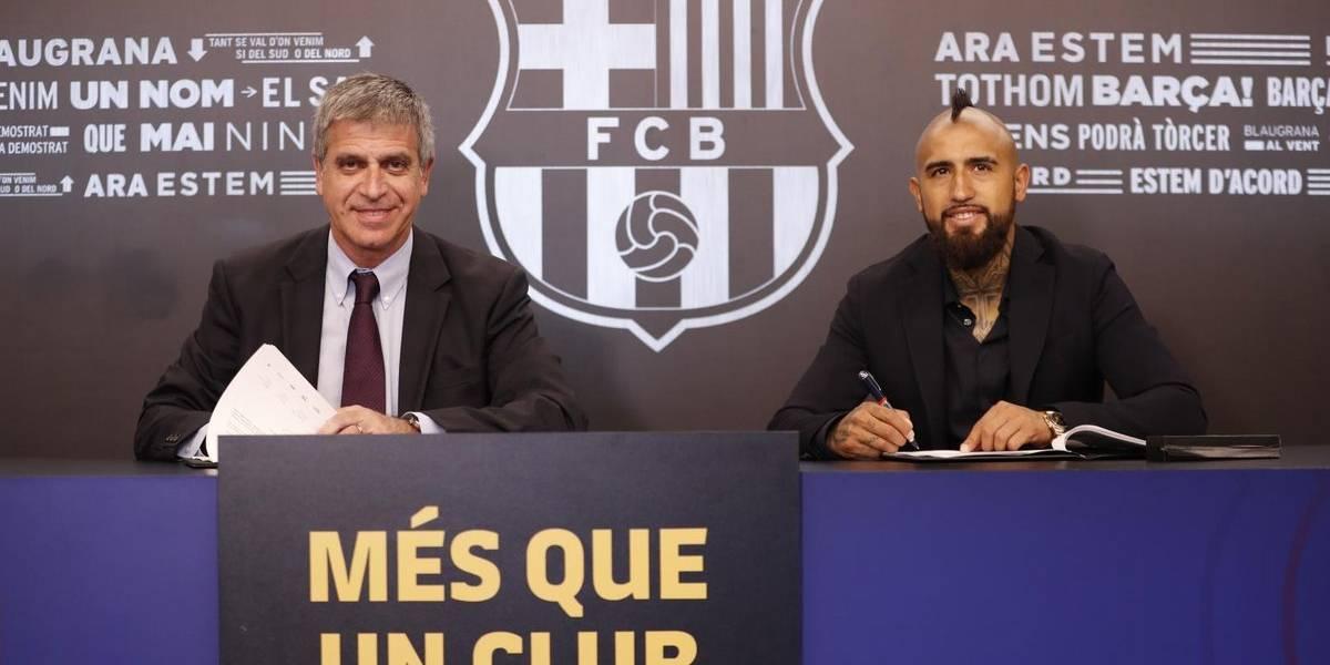 """Vidal ya puso la firma en el Barça, aún no tiene número y avisa: """"Vengo al mejor equipo del mundo"""""""