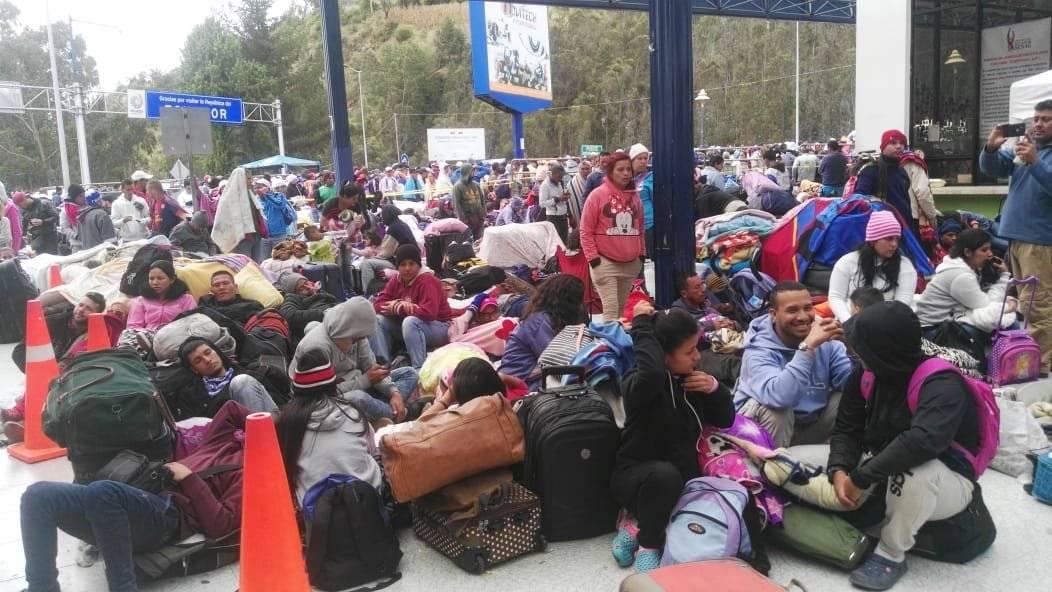 Masiva influencia de venezolanos en puente de Rumichaca CORTESÍA