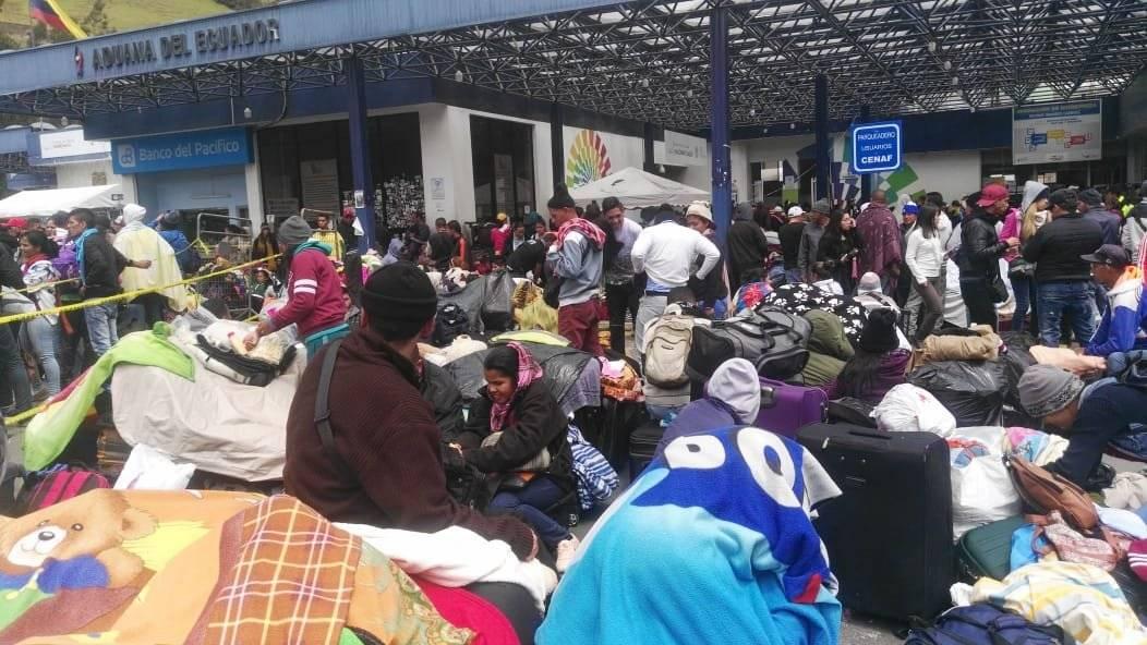 Ciudadanos venezolanos hacen filas en las 10 ventanillas de migración CORTESÍA