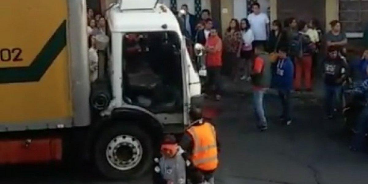 Atacan a balazos a trabajadores de camión recolector de basura en la zona 5