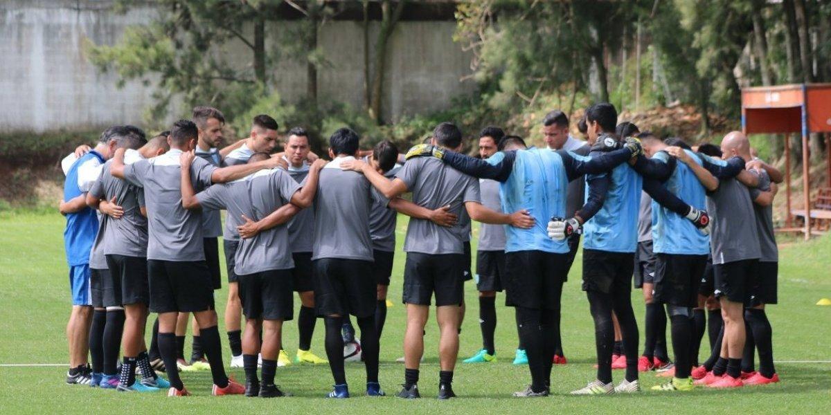 VIDEO. Diputados llegan al entreno de la Selección para dar un mensaje especial