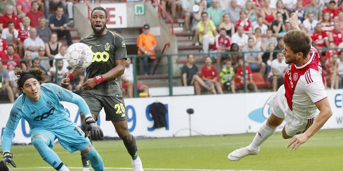 Ochoa y el Standard de Lieja rescatan empate ante el Ajax