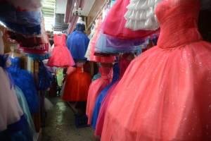 Vestidos en el mercado Sur Dos