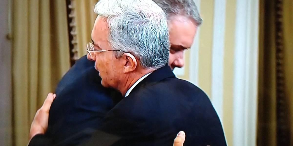 ¿Lloró? Esta fue la reacción del presidente Duque cuando Álvaro Uribe lo saludó
