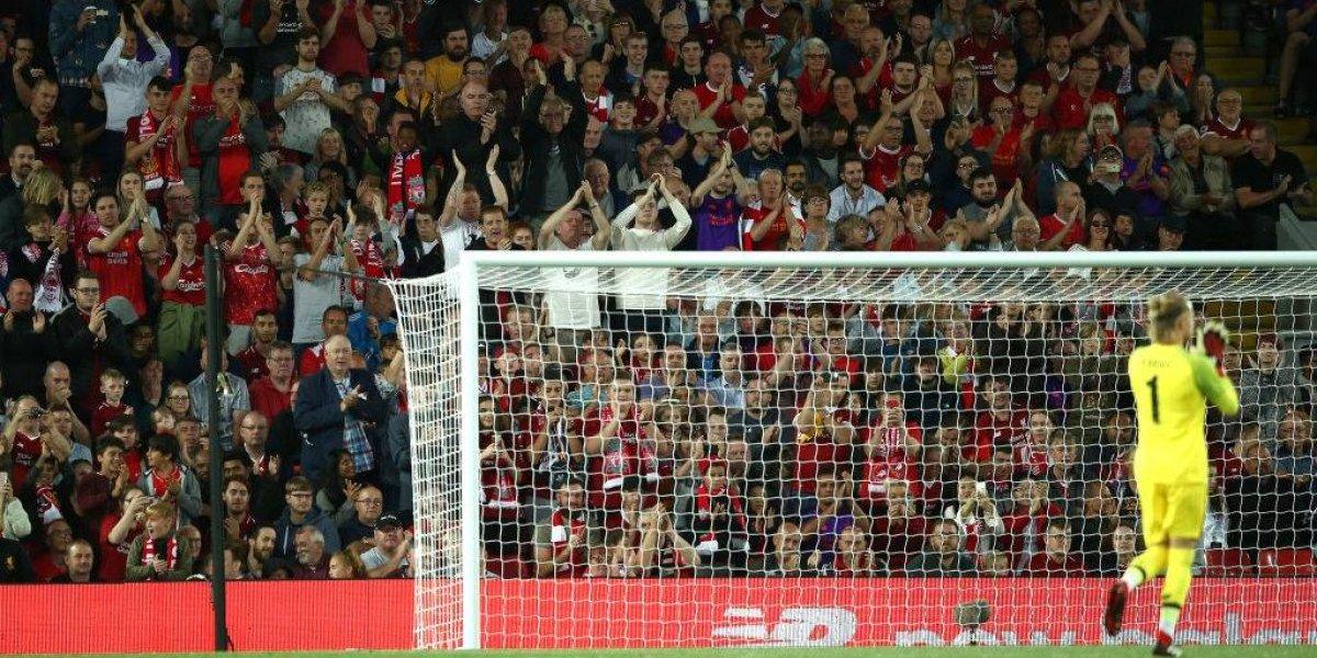 El fútbol tiene revanchas y Loris Karius lo sabe: fue aplaudido en su regreso al arco del Liverpool