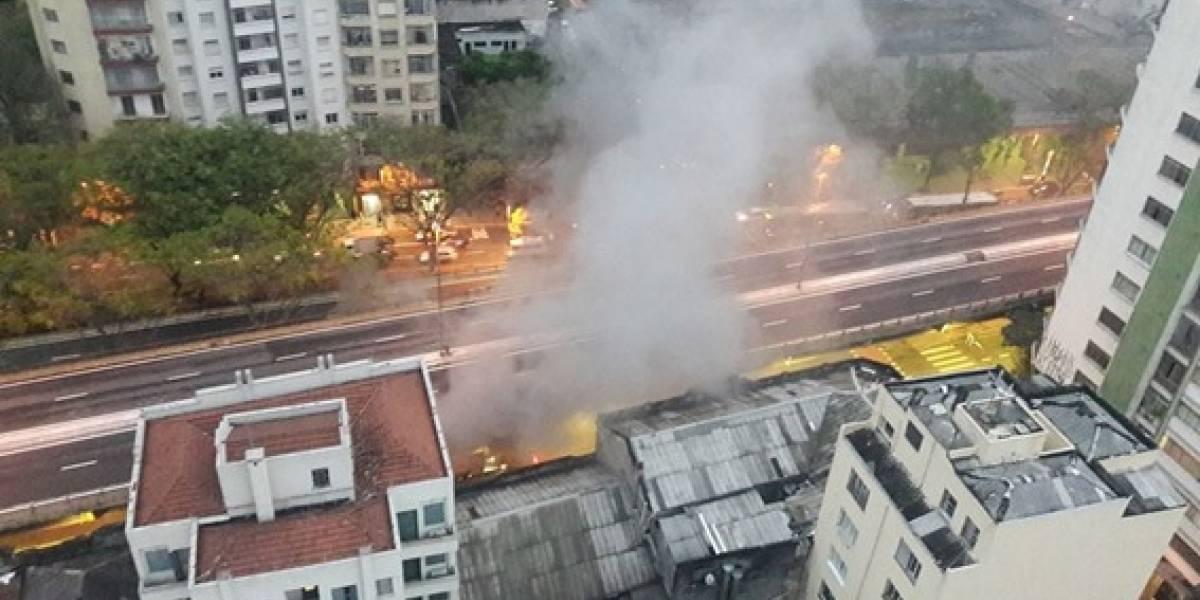 Ônibus pega fogo embaixo do Minhocão, no centro de São Paulo