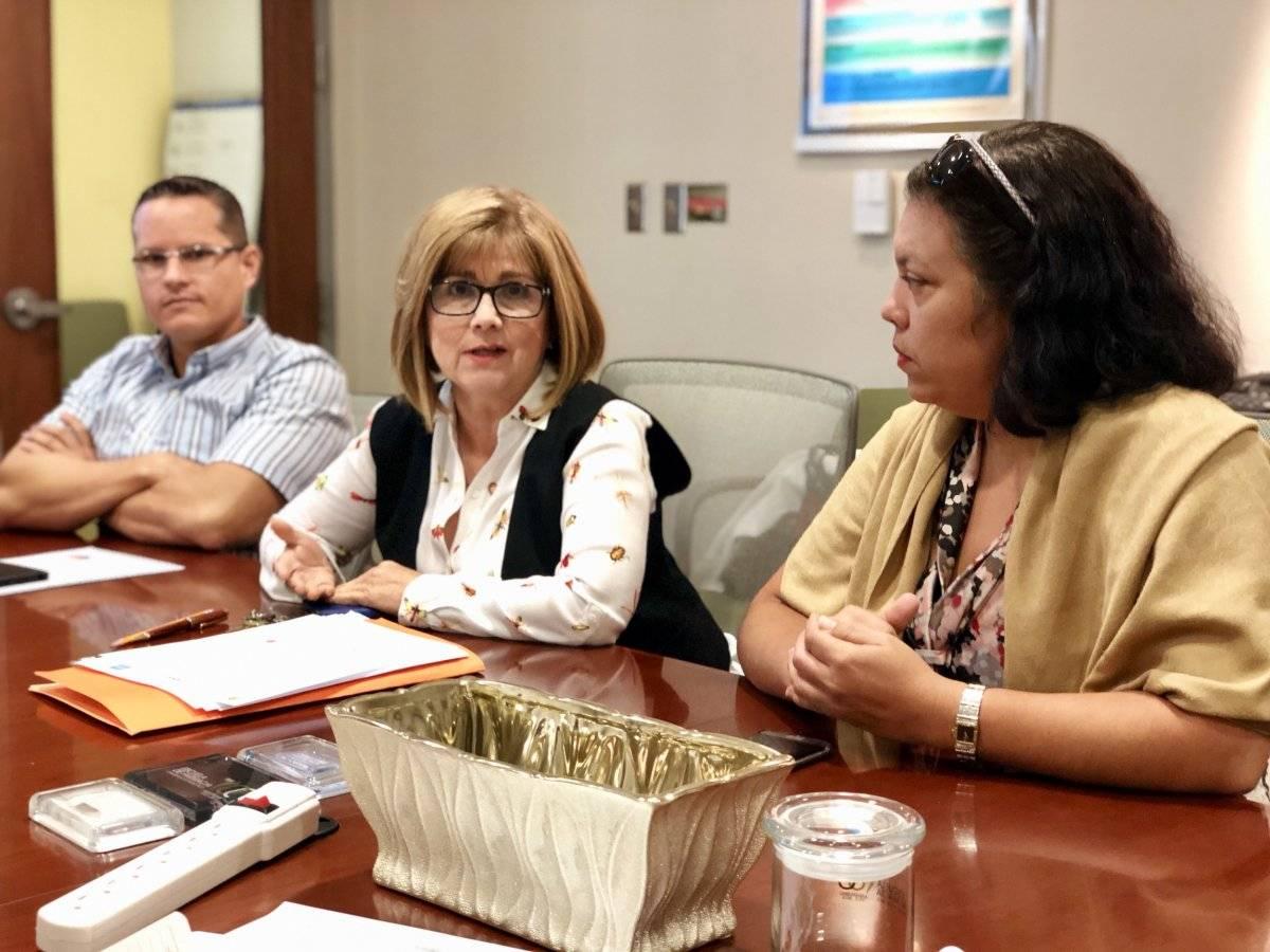 De izquierda a derecha, el doctor Raúl Colón, la doctora Mayra Vega y la doctora Iadelisse Cruz, profesores de la Escuela de Farmacia del RCM. / Foto: David Cordero Mercado