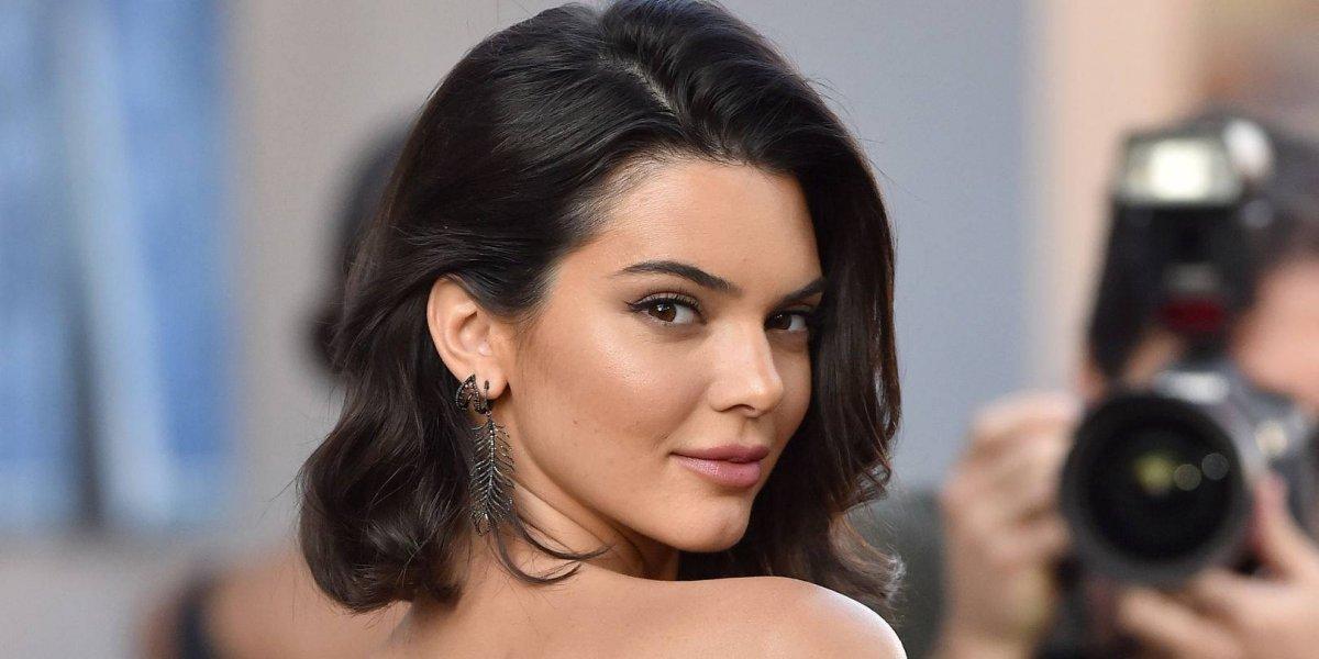 FOTOS. Candente topless de Kendall Jenner donde muestra sus senos sin censura