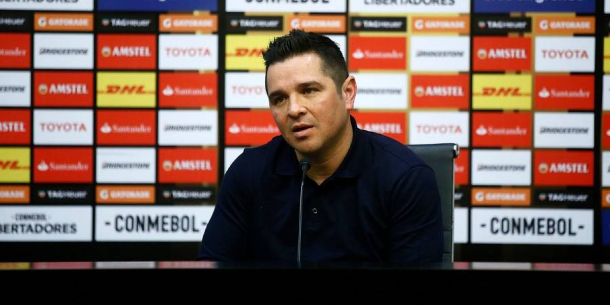"""Tapia pide paciencia a los hinchas de Colo Colo: """"Es un partido de 180 minutos y necesitamos el aliento de la gente"""""""