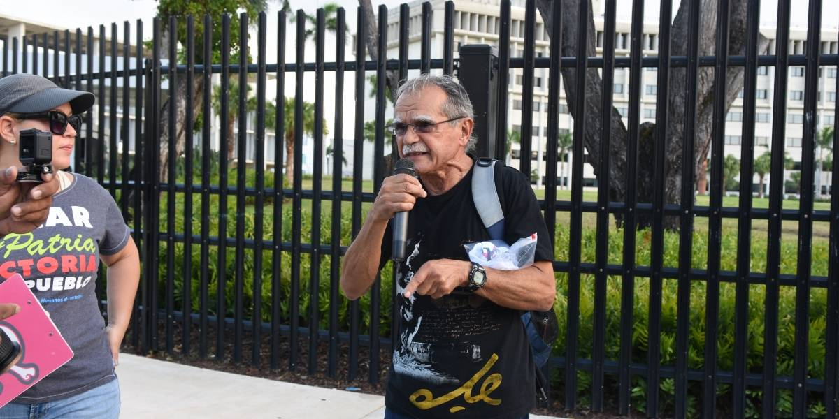 Retienen a Oscar López Rivera en aeropuerto de Panamá