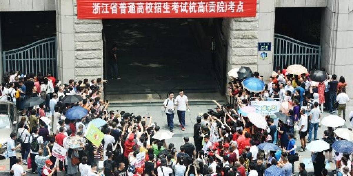 "China encarcela a 6 estudiantes por copiar en examen ""gaokao"""