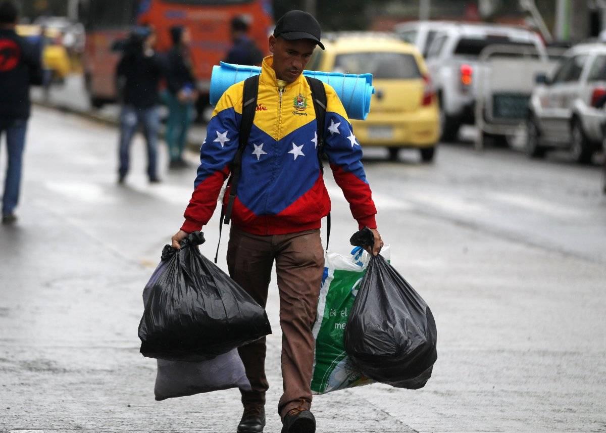 Venezolano huyendo de su país