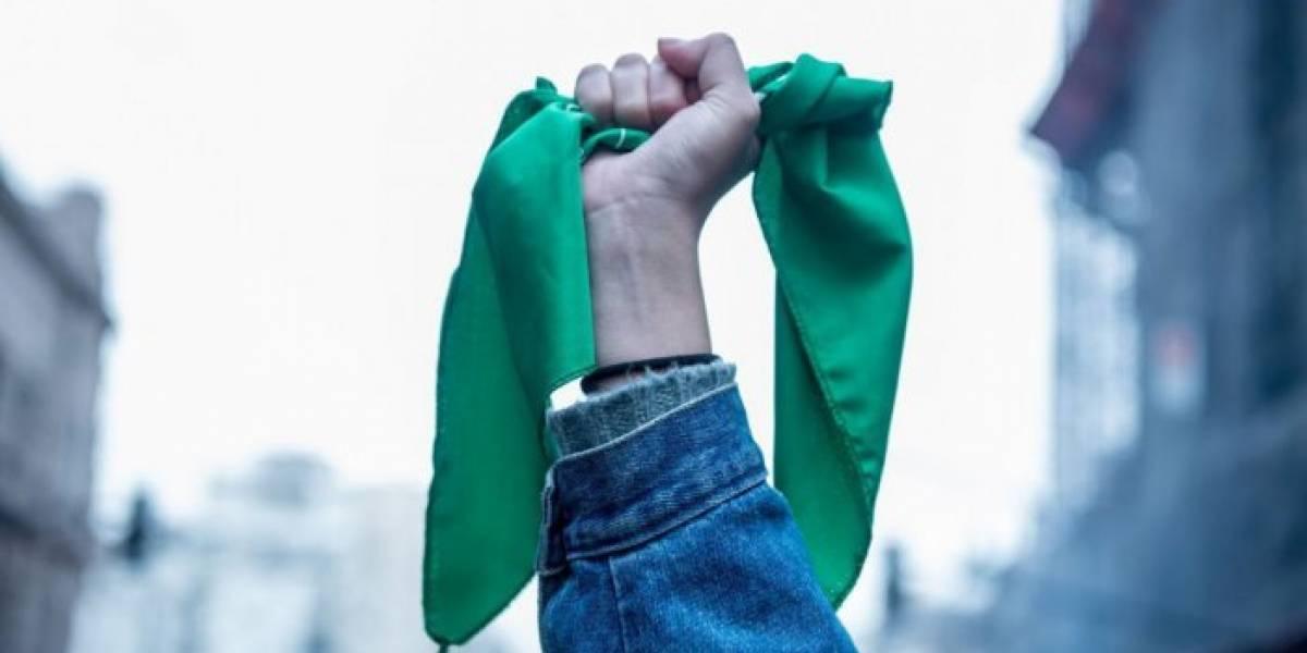 Aborto se debatía hasta anoche; Argentina entre verdes y celestes