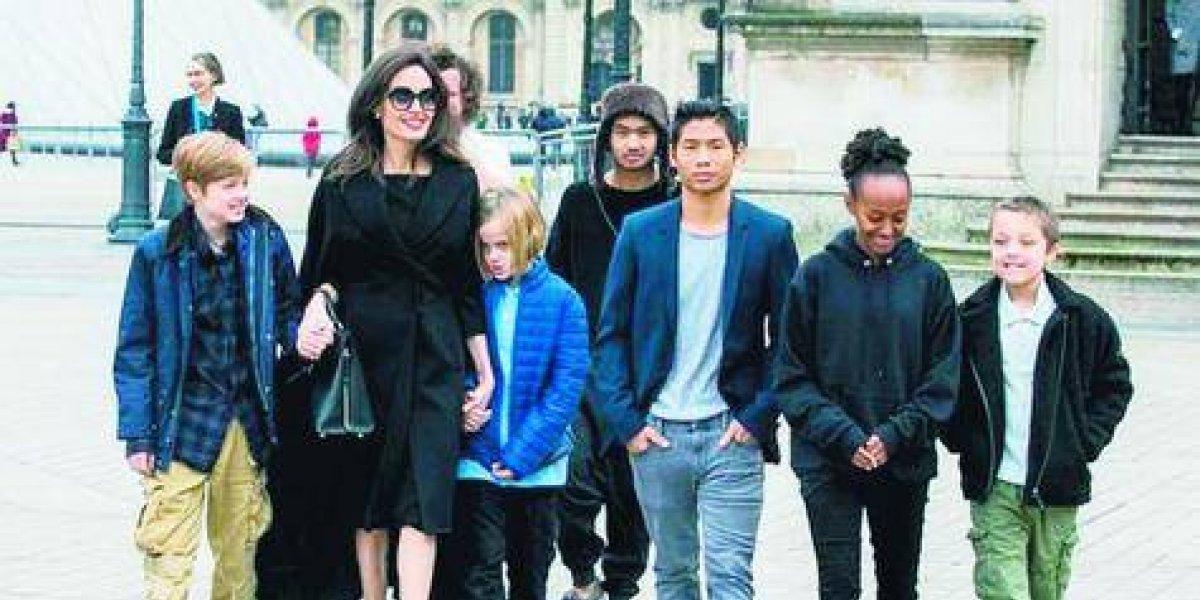Angelina Jolie denuncia que Brad Pitt por no pagar la manutención de sus seis hijos