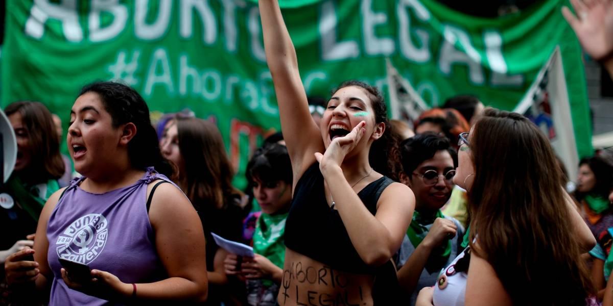 Hoy podríamos tener aborto libre... en Argentina: qué se vota en el día clave para nuestras vecinas