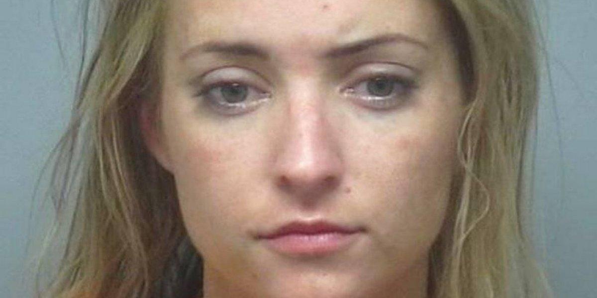 """Mujer dice que no debían arrestarla por """"ser blanca"""""""