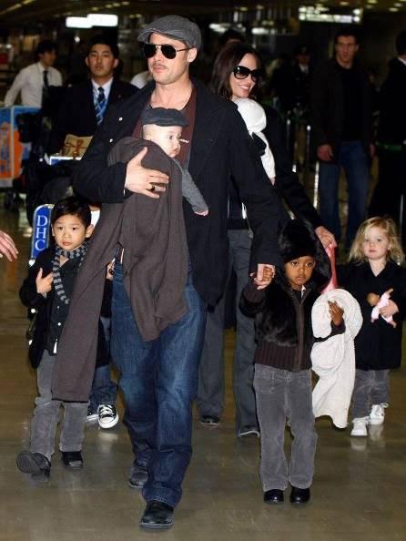 Brad Pitt e Angelina Jolie e filhos