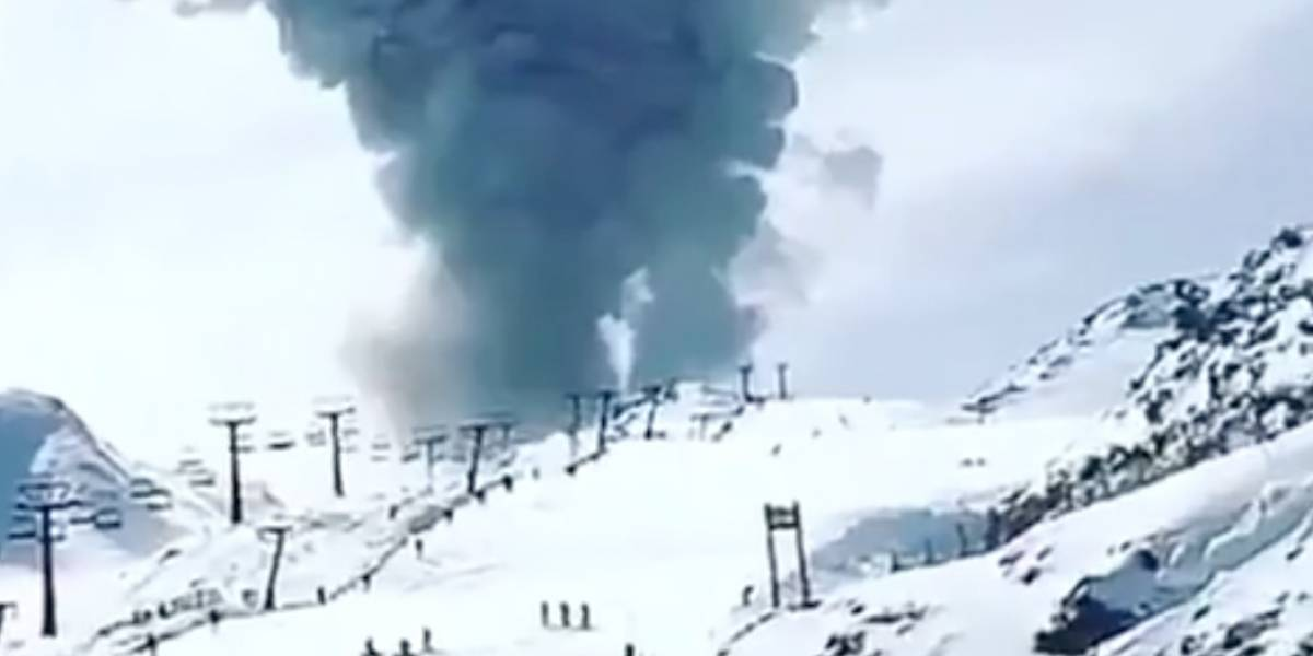 Registran nuevo pulso eruptivo en Nevados de Chillán: columna de humo y cenizas alcanza los 1.500 metros de altura