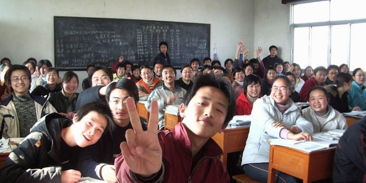 Encarcelan a 6 estudiantes por copiar en un examen en China