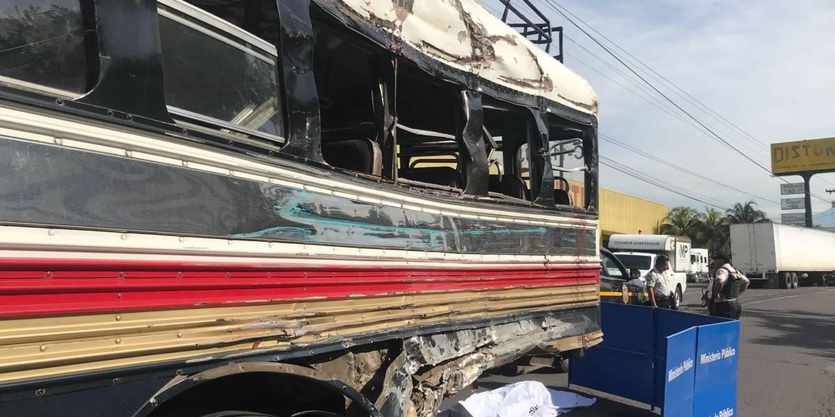 Muere una persona tras colisión entre dos buses extraurbanos en Escuintla