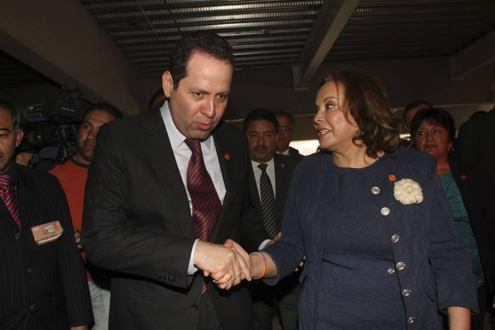 El ex gobernador del Estado de México, Eruviel Ávila y Elba Esther Gordillo Foto: Cuartoscuro