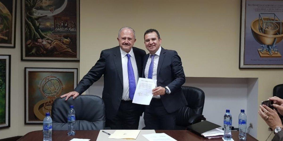 Firman convenio para profesionalización del futbol guatemalteco